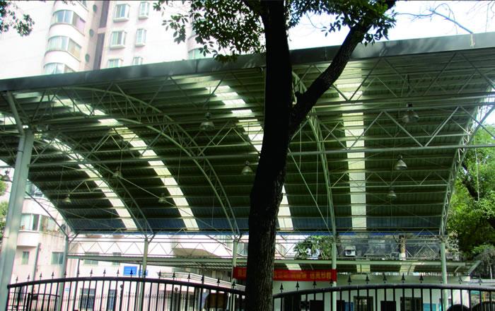 管桁架拱形波纹钢屋盖工程
